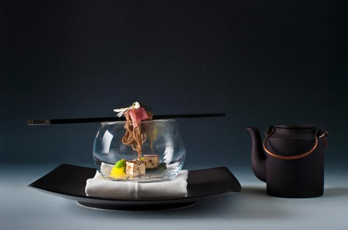 Polévka miso, tuňák, soba nudle, tofu : Jiří Stift & Stephen Senewiratne