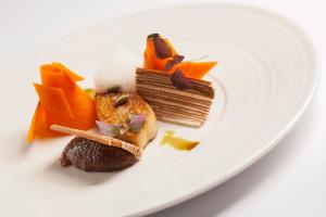 Pečená kachní foie gras  s marinovanou dýní a pěnou z tonka fazolí : Roman Paulus : Alcron : Radisson Blu Alcron Hotel