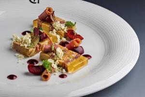 Foie gras s kachnou, Sauternes želé a třešněmi : Petr Hajný : Chagall's Club Restaurant