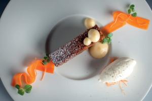 Mrkvový dort, citronový krém, mascarpono-citronová zmrzlina, presované plátky mrkve : Marco Pilloni & Petr Kunc