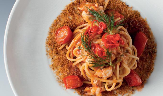 Spaghetti z tvrdé pšenice, jus z červených krevet, strouhanka s česnekem a ančovičkami : Sebastiano Spriveri
