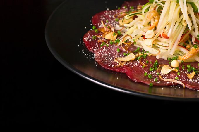 Hovězí salát se zelenou papayou : Lukáš Vegricht