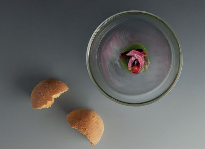 Salát s domácím mrkvovým chlebem