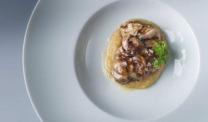 Brzlík s hříbkovou krustou a kdoulovým kompotem : Miroslav Grusz : Lichfield : Rocco Forte Augustine Hotel