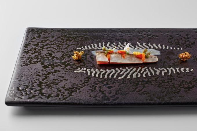 Marinovaná makrela s bottargou a pickles
